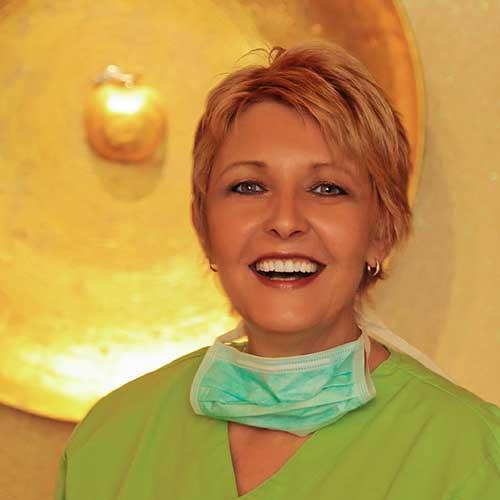<b> Birgitt Gdanietz </b> Assistentin im Team seit über 30 Jahren – man kennt sie einfach