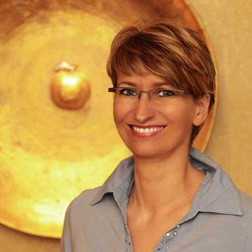 """<b>Gundula Siems</b> macht Zähne schöner, als sie je waren"""""""