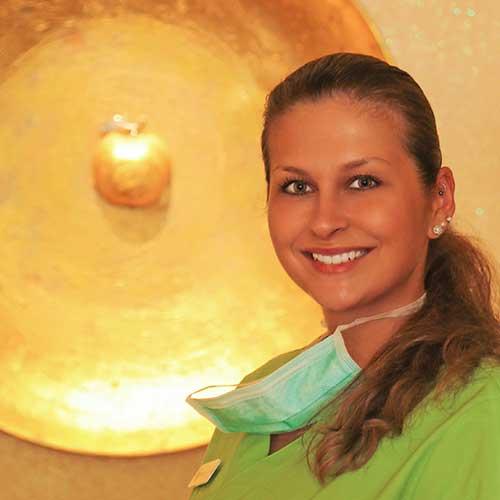 <b>Sabrina Sobanek</b> toll ausgebildet in einer Partnerpraxis – macht noch Fehler, hat gerade geheiratet